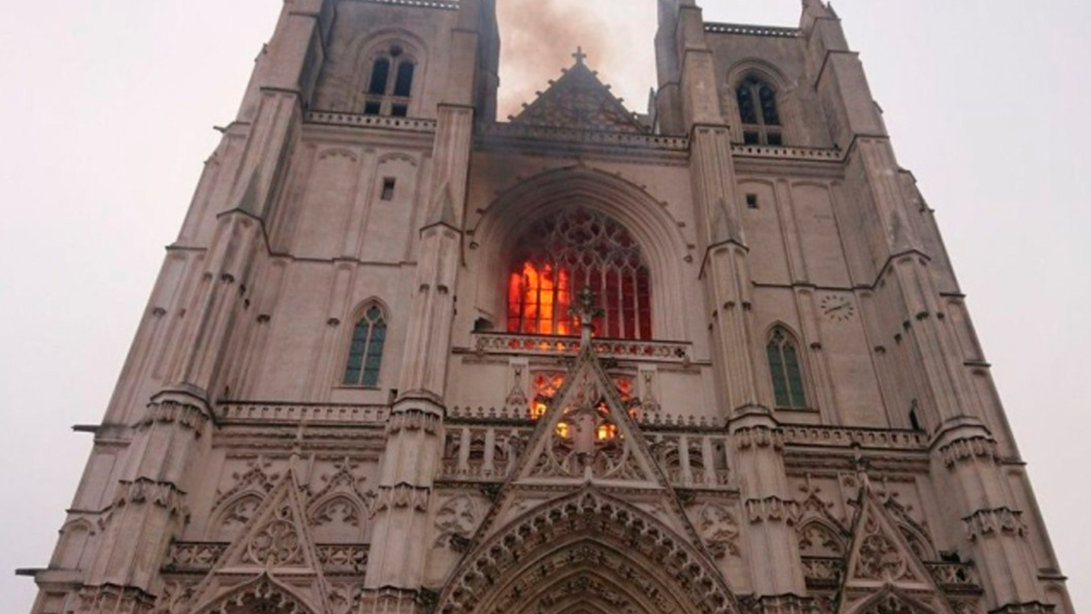 Vuelve a suceder, incendio en la catedral de Nantes