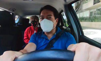 Mario Delgado finge ser taxista para oír la opinión de los mexicanos