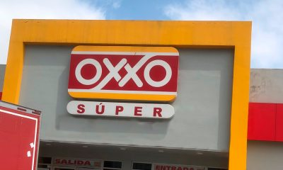 Súper Oxxo ofrece abarrotes, frutas y verduras, carnicería y panadería.