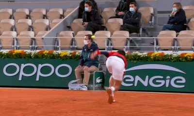 Novak Djokovic volvió a golpear a un juez de línea en Roland Garros