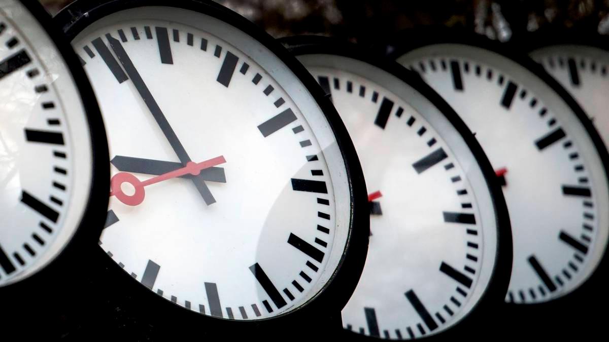 Recuerda cambiar el horario a tu reloj pero, ¿Se adelanta o atrasa el reloj en el horario de invierno?