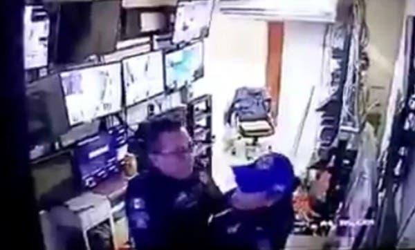 Dos Policías son suspendidos después de por tener relaciones sexuales en puesto de vigilancia de un hospital.