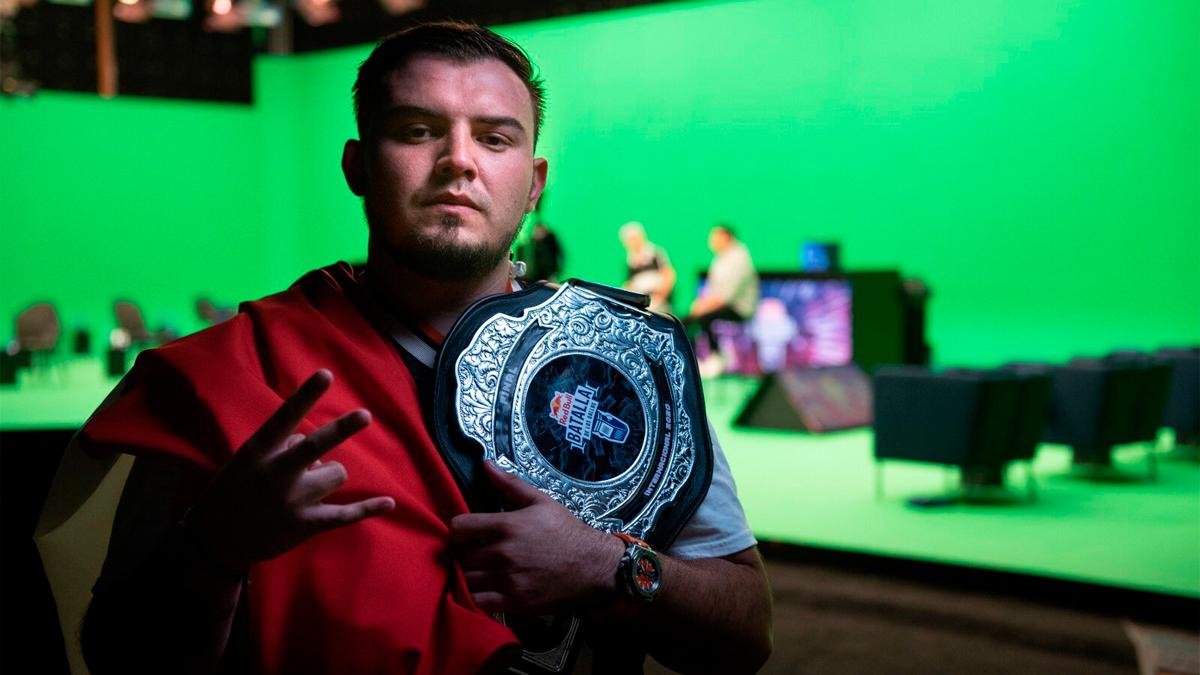 Rapder es el nuevo campeón del freestyle internacional de la Red Bull Batalla de los Gallos 2020