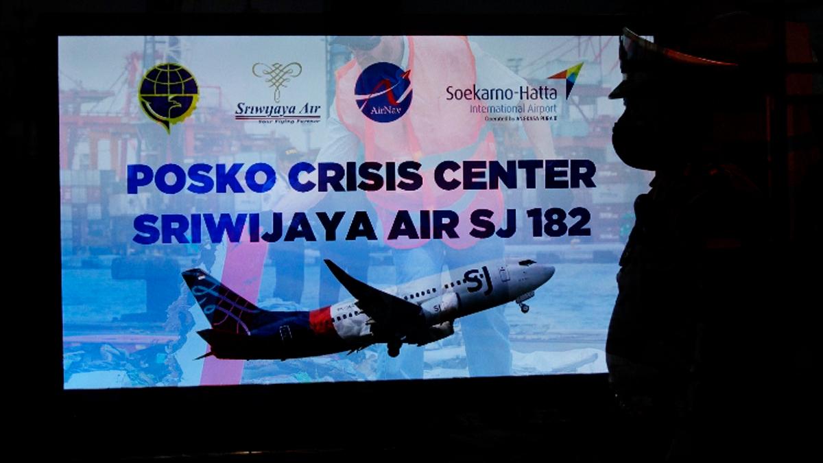 Boeing 737 desaparece con 62 personas tras despegar en Yakarta, Indonesia